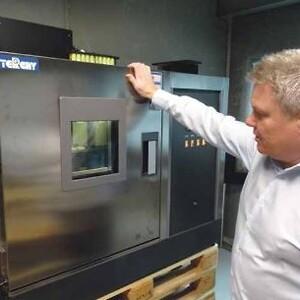 Klimaskabet, hvor blybatterier testes ved 60° og varierende %RH med real-time udlæsning af måledata