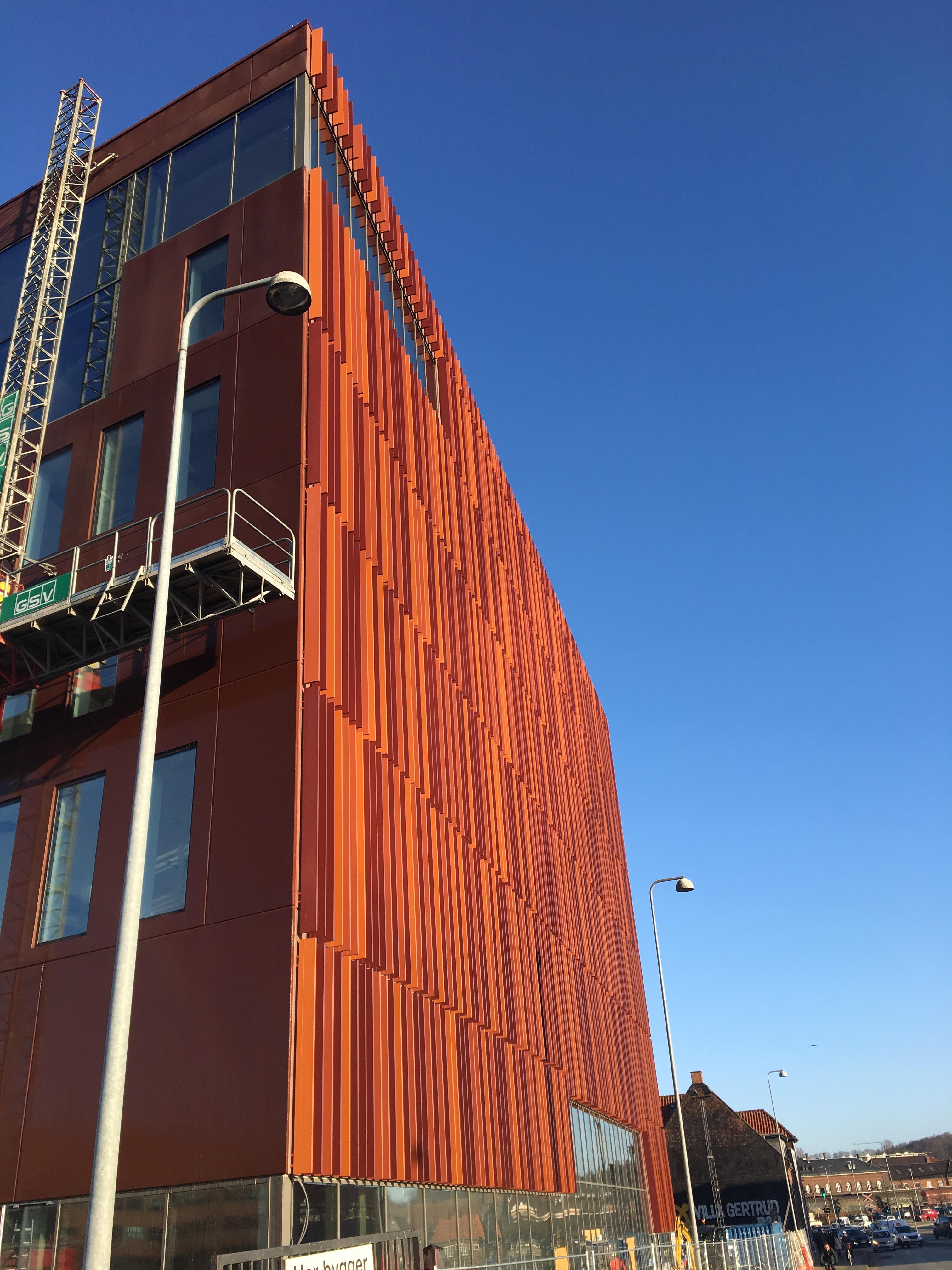 Bare ut Lamelafskærmning på nyt byggeri i Kolding - Building Supply DK EE-39