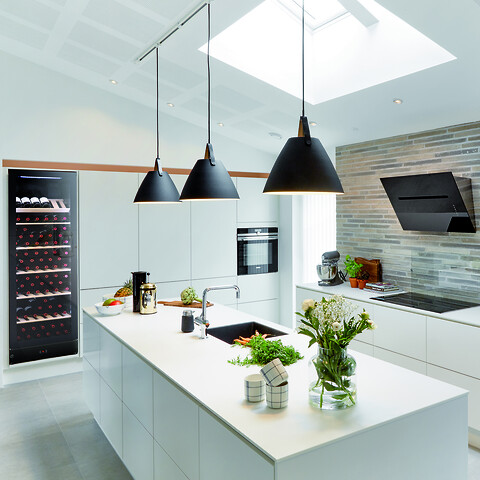 Hverdagsluksus i køkkenet - Multizone vinkøleskab 186 cm, 197 vinflasker