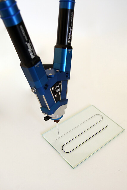 Nyudviklet, volumetrisk dispenser sikrer en ægte mikrodispensering af to-komponente medier