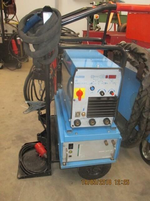 Brugt Cloos tigsvejsemaskine type GL 300 S-I-H-R-P  med vandkøling og vogn som ny