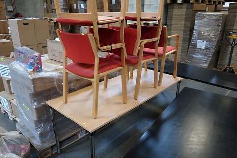 Bord og 5 stk. stole