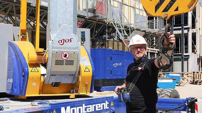 Tobias Jürgensen, byggeleder hos Premium Syscon A/S, med den nye Montarent M21 semimobilkran på arbejde i København.
