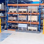 To palleporte giver let adgang til at få varer op og ned af mezzaninen