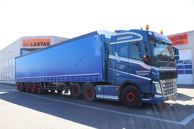 Kel-Berg 4 aks. gardintrailer med truckbeslag fra Lastas