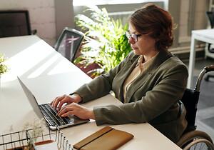 Skapa en attraktivare kontorsmiljö och satsa på bra skrivbor