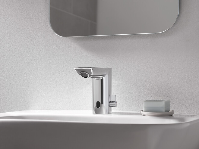 Undgå at blive smittet med bakterier når du vasker hænder med et berøringsfrit håndvaskarmatur fra GROHE.