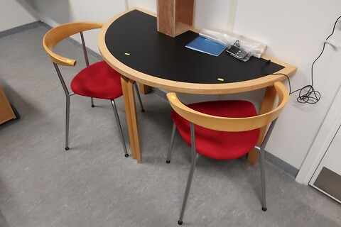 Bord og 2 stk. stole