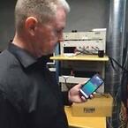 Udlæsning af måledata fra batteritesten på mobilen
