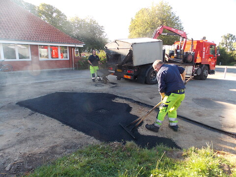 Revner og huller i asfalten  - få en god pris på reparation