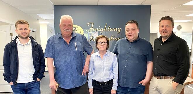 Blue Water Ser overtagelsen af Freightway International som et stærkt springbræt til videre vækst i Canada. Fra venstre: Rasmus Fogh Jakobsen, David Jamison Andrews, Sharon, David Alan Andrews and Frank Madsen.