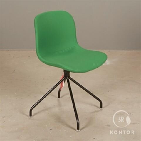 Magis troy chair konferencestol. grøt stof. sort stel.