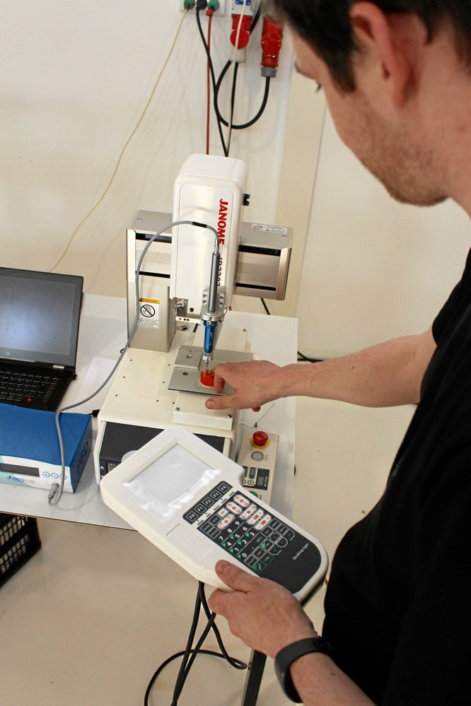 Voksenlærling bidt af robotter - Jern & Maskinindustrien