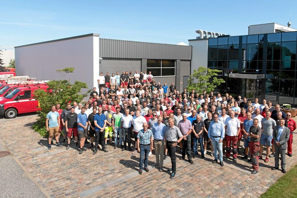 f9a826f3ad4 Med 180 ansatte er TL Byg ikke en lille virksomhed. Alligevel lægger  direktør Jens Nielsen (forrest til venstre) op til, at den nordjyske  byggeentreprenør ...