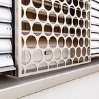 De perforerte metallplatene er produsert av EN 5005 aluminium og er anodisert for maksimal holdbarhet