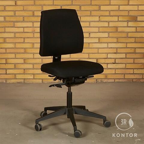 Interstuhl kontorstol. sort med mange indstillinger