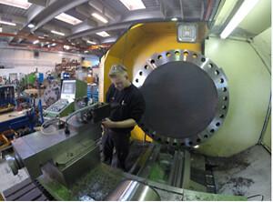 KALTECH GearserviceKALTECH Gearservice ApS, grundlagt i 1998, er en dansk udbyder af høj-værdi reparationer og vedligeholdelsesservice af gearkasser, koblinger, bremser, pumper og kardanaksler der bruges i mange forskellige industriapplikationer. KALTECH's ydelser inkluderer både on-site systematisk vedligehold og reparationstjenester samt maskinbearbejdning, både fræsning, drejning og anden bearbejdning af tunge emner fra deres lokation i Hvidovre uden for København. KALTECH vil på fornem vis komplementere Jens S.'s i forvejen omfattende produktprogram af transmissions- og transportbåndsløsninger.