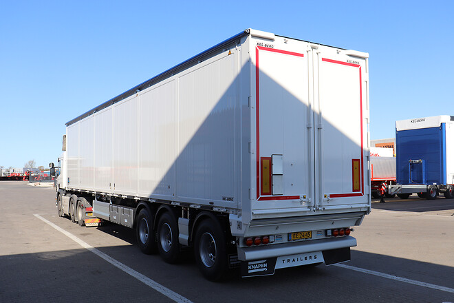 Knapens nye model Exside Walking Floor trailer udleveret  fra Lastas