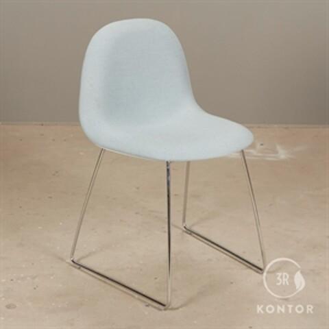 Gubi 3D chair, konferencestol. lyseblå polster.