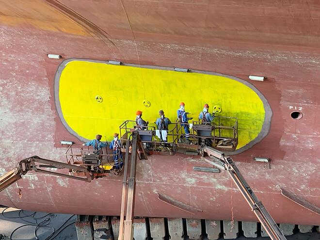 ekstra beskyttelse af skibssiden omkring overbord-rør