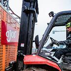 Henrik Harding Nielsen er til dagligt montør for Ajos, hvor han installerer og servicerer hejs og elevatorer på danske byggepladser.