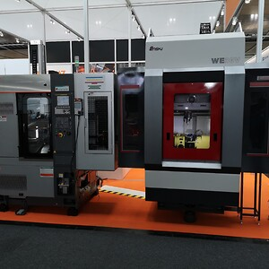 ENSHU WE30V med E-Loader tillsammans med en svarv