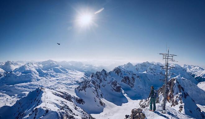 Vi listar tre pärlor för skidresor till de sydligare breddgraderna. Från lyx och offpiståkning till långa backar över nationsgränserna.