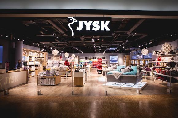 1d365aac27b3 Lars Larsen åbner citybutik i Aarhus