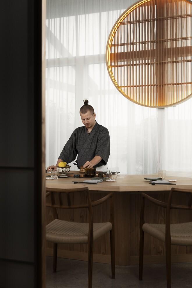 Kokken Mads Bettefeld på restaurant Sushi Anaba