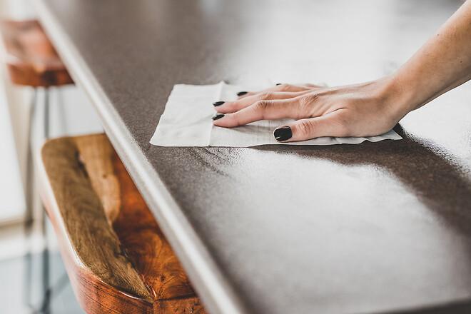 Rengöring och desinfektion av bord