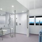 Adapted-bathroom-Altro-Aquarius Altro Whiterock FR