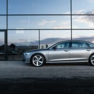 Audi-A8-foran-Skuespilhuset-foto-Audi-Magazine-300x200