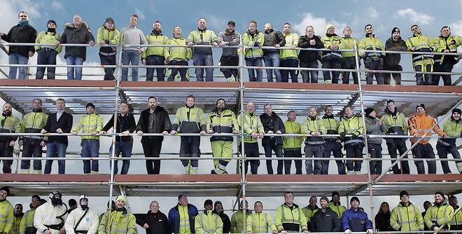 Professionelle stilladser i ordentligt samarbejde med byggebranchen og industrien