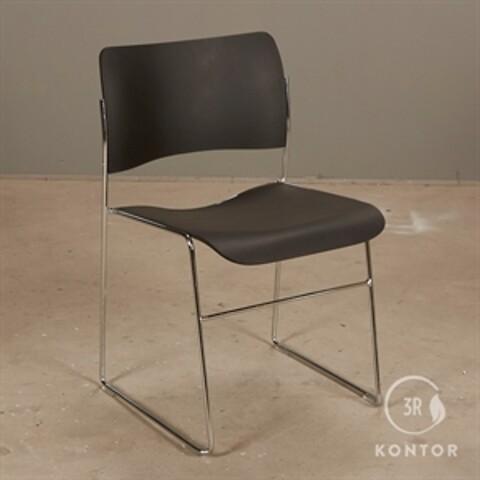Howe 40/4 konferencestol i sort plast og krom stel.