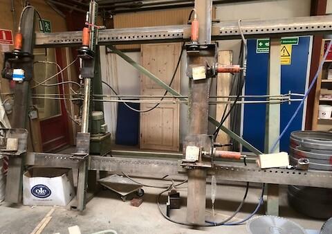 Brugt hydraulisk rammepresse hos DMC Nord i Ikast