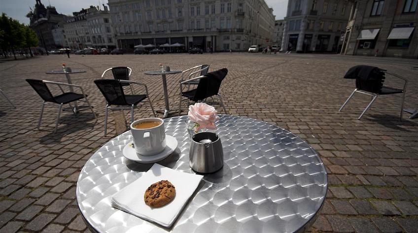 Caféejer anholdt for hjælpepakkesvindel