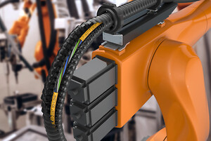 The new chainflex IO-Link cables are specially designed for use in torsion on robots as well as for the highest stressing capacity in the energy chain. (Source: igus GmbH)