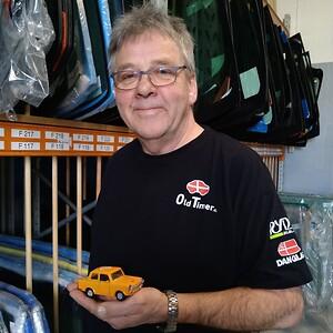 Viggo Hansen har mange års erfaring i autoglas-branchen, og har derfor en stor viden indenfor området.