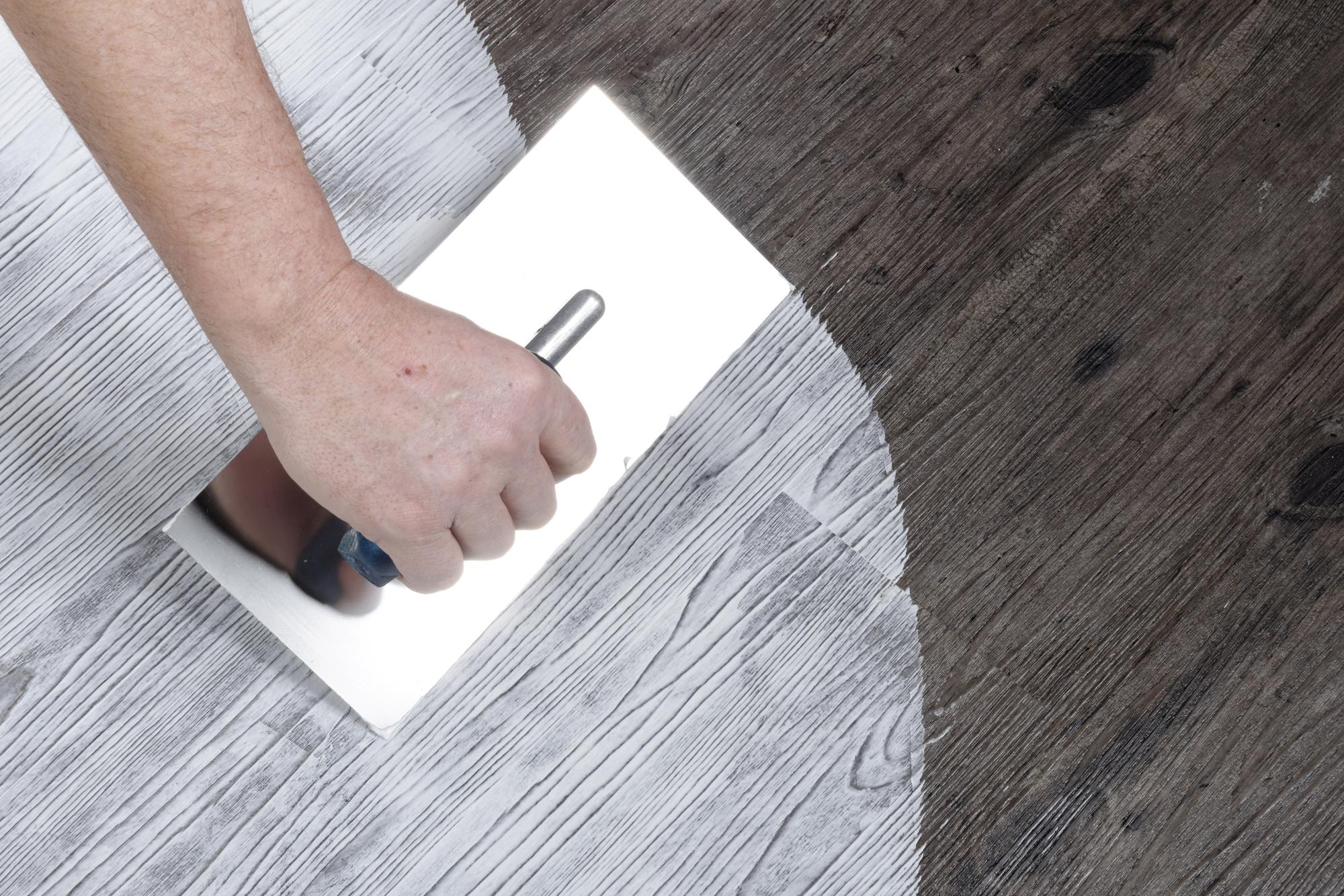 Ny spartelmasse fikser vægge og gulve på en kaffekops tid ...