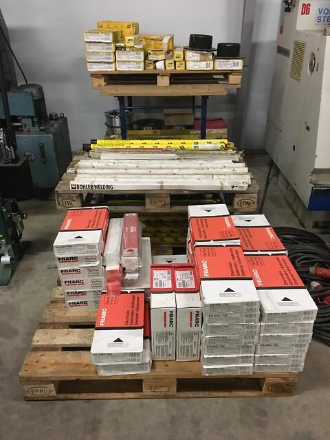 Stort parti elektroder samt tig tråd sælges billigt