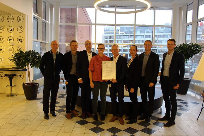 TDC får overrakt ISO 14001 certifikatet af FORCE Certification.
