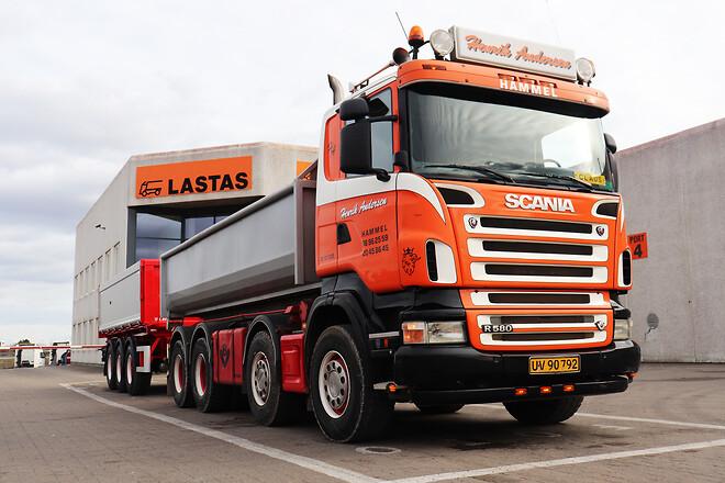 Kel-Berg 3 akslet 24 tons tipkærre med 3-vejs tip fra Lastas