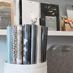 Sätt ihop ditt eget sortiment av presentpåsar, inslagningspapper, band, hangtags, silkespapper och exklusiva papperspåsar till återförsäljning i butiken | Scanlux Packaging