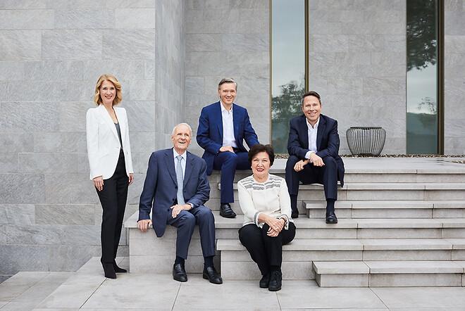 Företaget grundades 1963 av Dr. -Ing. Karl och hans fru Ayhan Busch och utökades ytterligare tillsammans med andra generationen, Ayla, Sami och Kaya Busch.