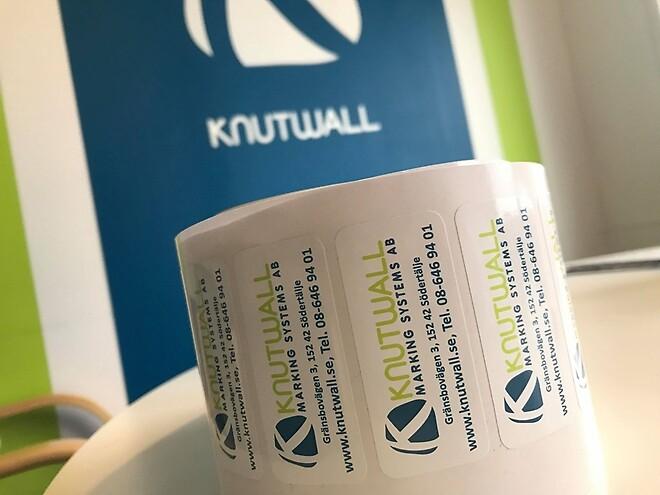 Etikett Knutwall klistermärke