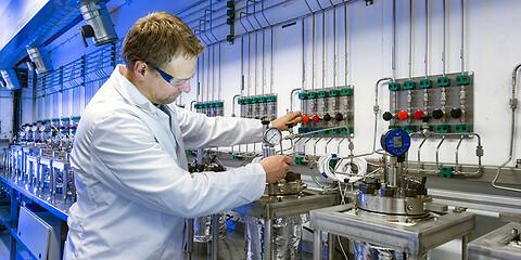 Testning av icke-metalliska material i hårda miljöer