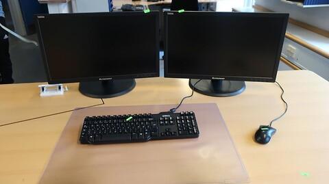 2 stk. computerskærme lenovo thinkvision samt tastatur og mus