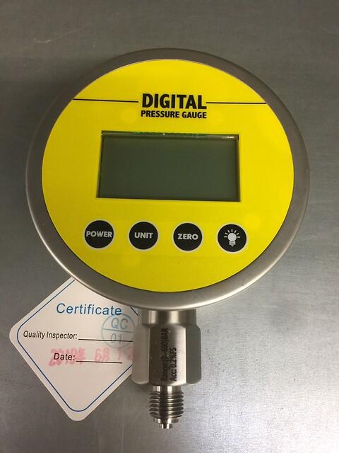 Nyhed: Digitalmanometre på lager hos BS - Ø 100 mm 0,2% nøjagtighed med kontrolcertifikat