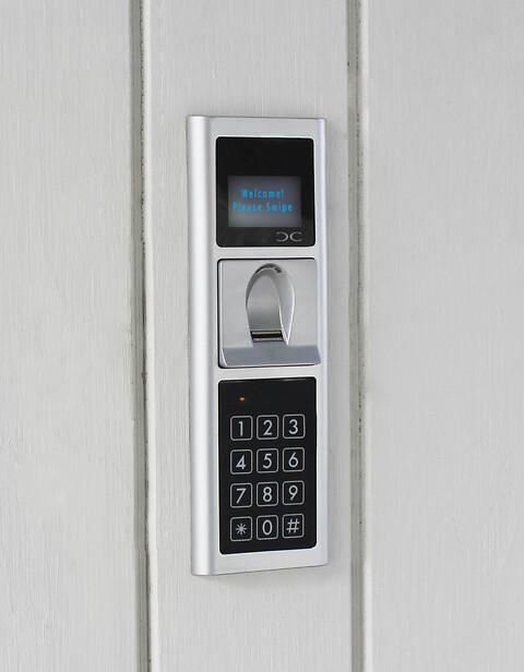 Adgangkontrol med fingeraftryks-læser