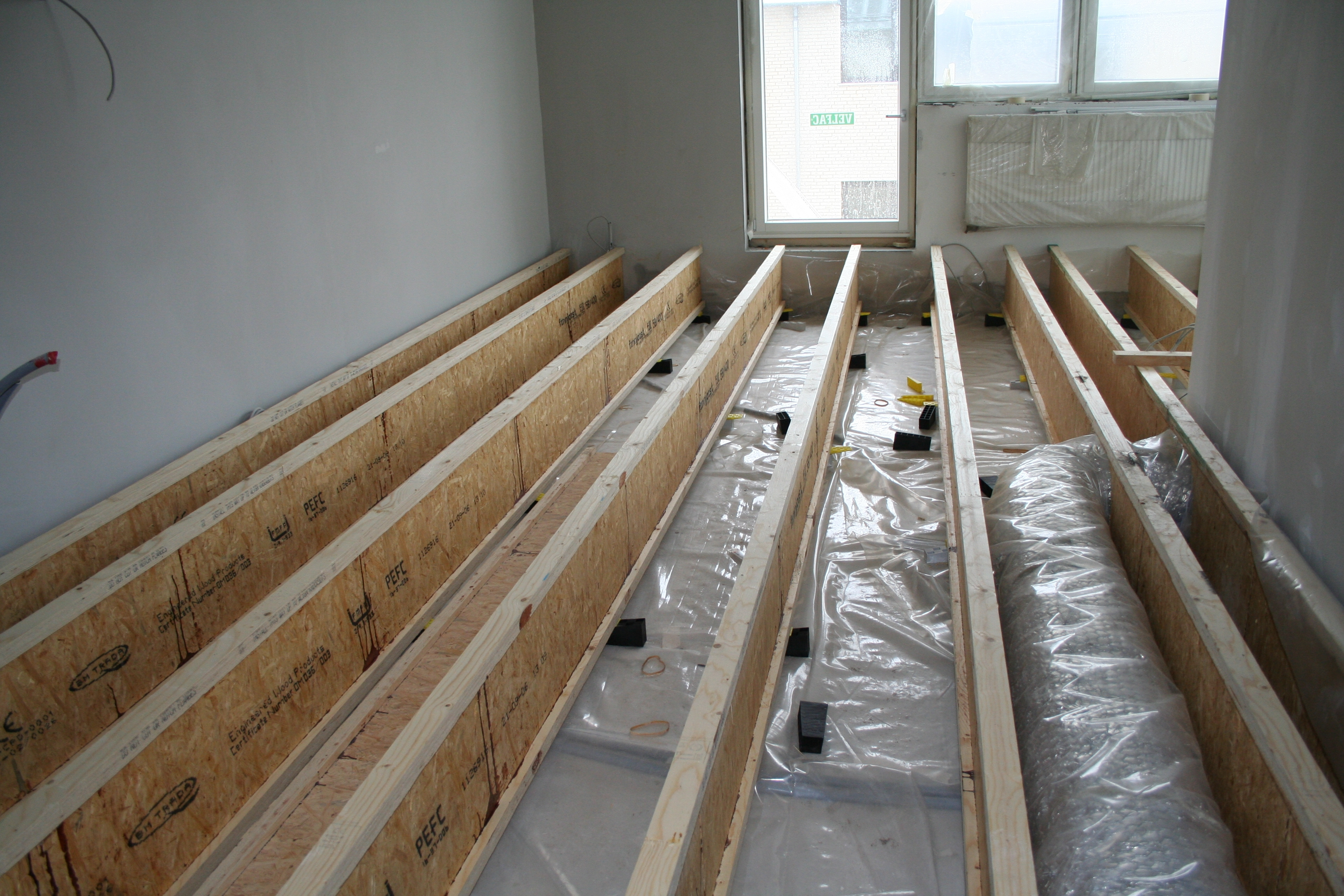 #634A31 Mest effektive Højt Opklodsede Gulve På Den Smarte Måde Wood Supply DK Gør Det Selv Isolering Af Gulv 5505 345623045505